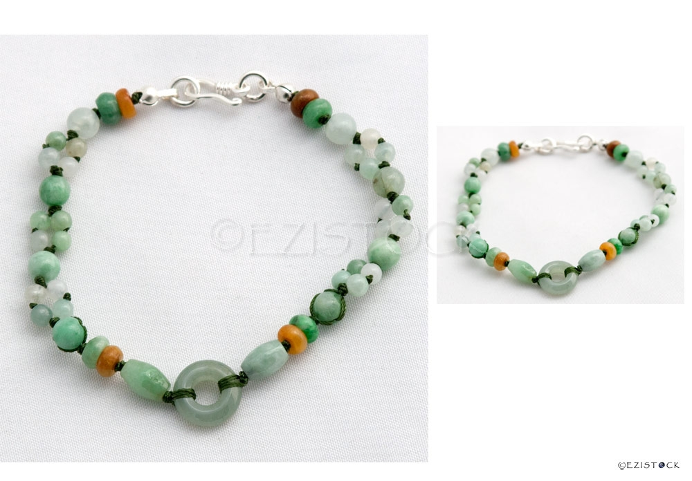 Jade bracelet, 'Green Oracle' - Click Image to Close