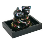 Lacquered salt and pepper shakers, 'Feline Hug'