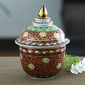 Benjarong porcelain box, 'Golden Trellis'