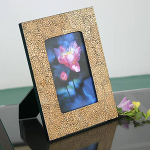 Lacquered eggshell photo frame, 'Memories'