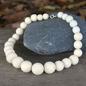 Kapok wood necklace, 'White Bubbles'