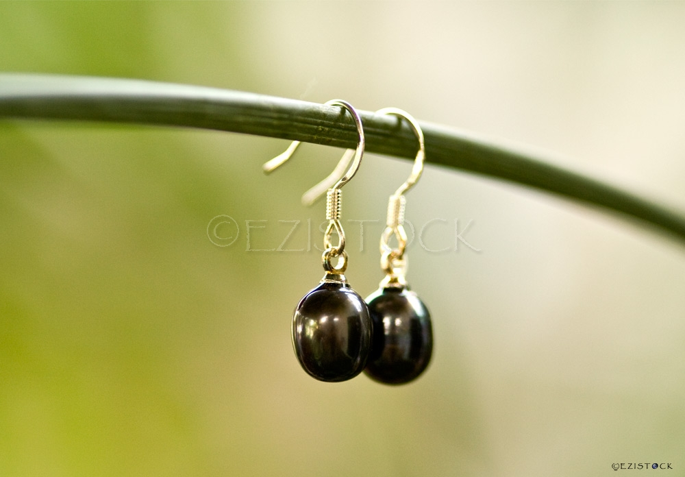 Pearls and silver earrings, 'Grey Eggs' - Click Image to Close