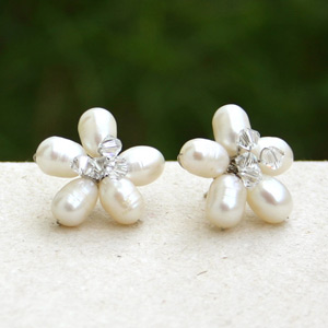 Pearls button earrings, 'Snow Flower'