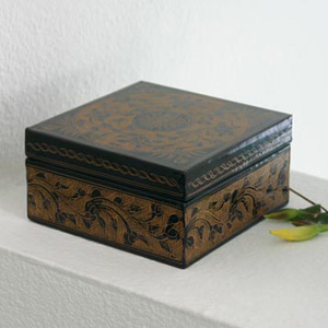Lacquered box, 'Gold Petals'